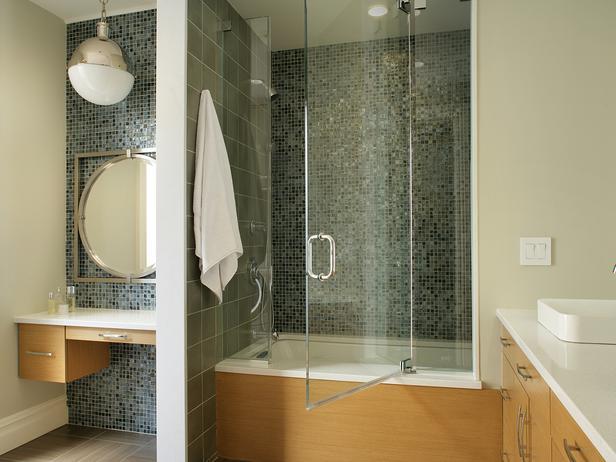 Bath Tub and Vanity