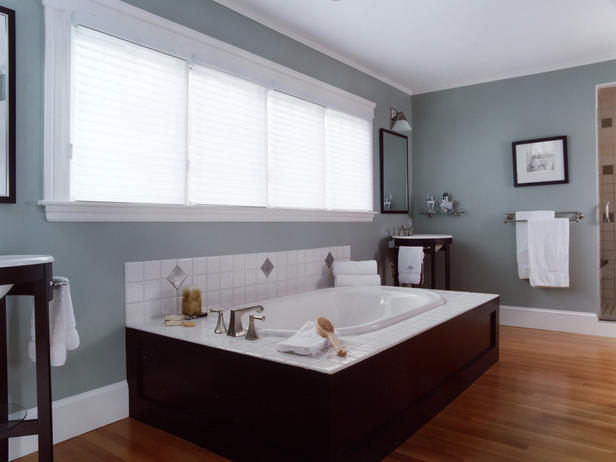 People Who Would Love To Have Enough Space And Natural Lightness In Their Bathroom The Wooden Flooring Provided In The Design Given The Bathroom Setup