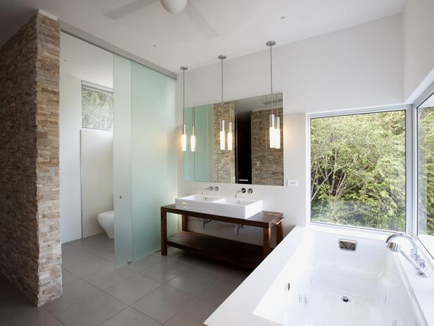 Bathroom With Frosted Glass Divider_0