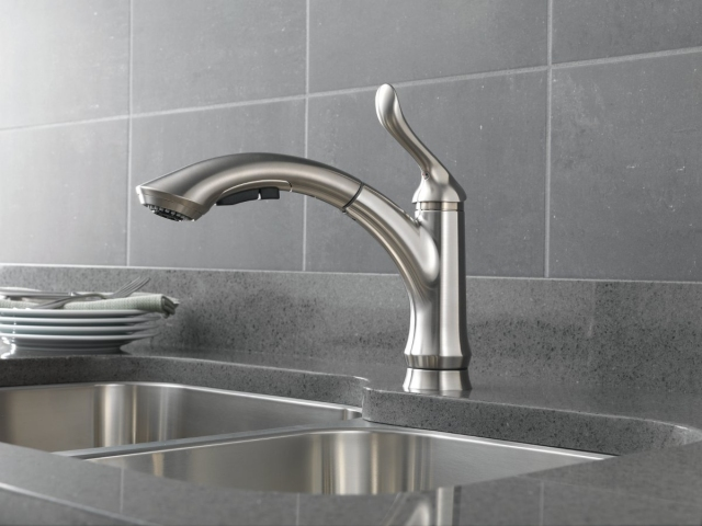 Charmant ... DELTA LINDEN KITCHEN FAUCET IN BRILLIANT. Delta  LindenSingleHandlePull OutKitchenFaucetinBrilliant.preview