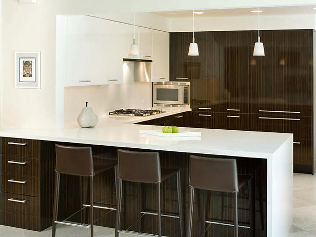 Gloss Kitchen Cabinets with Indian Pearl Quartz