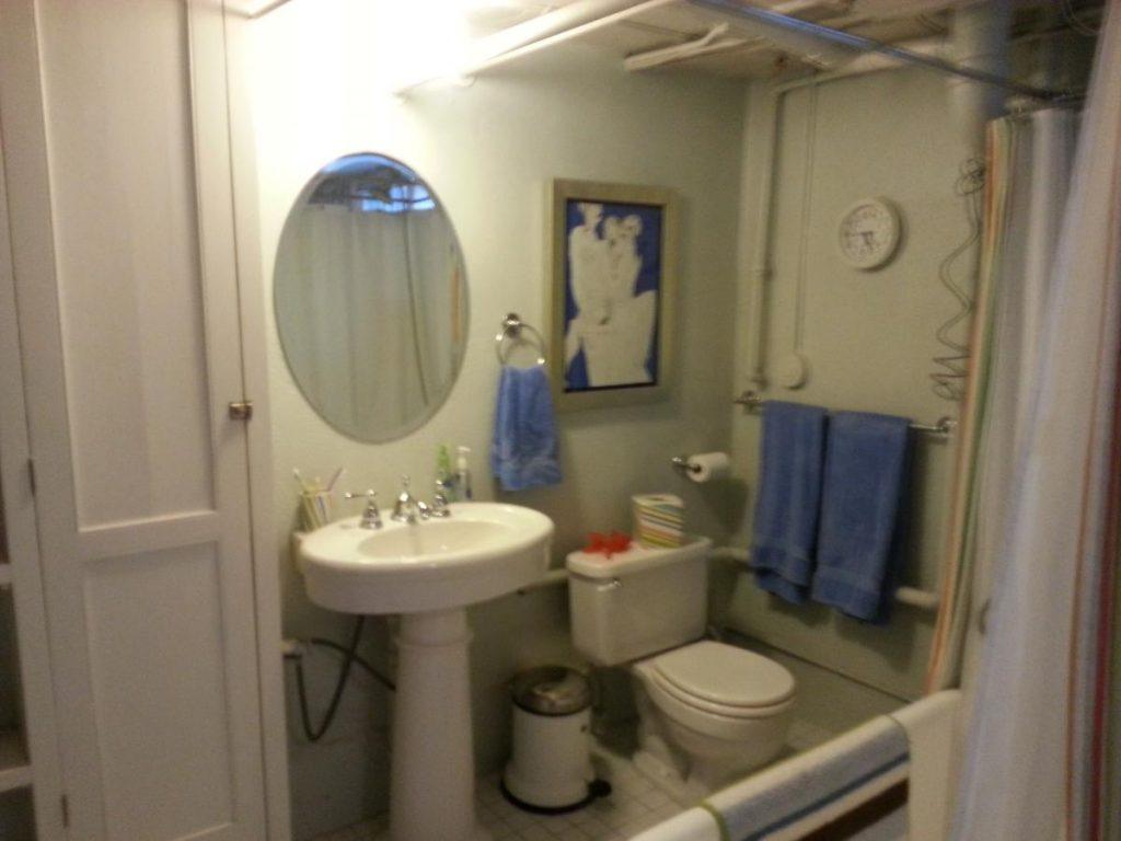 Old bathroom_0