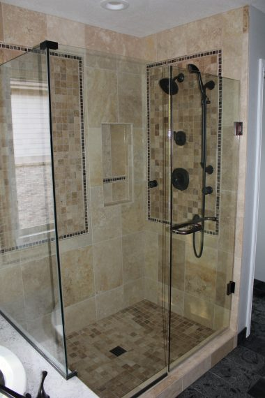 Elegant Master Bathroom Decor