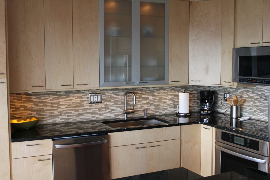 natural-maple-kitchen-cabinets