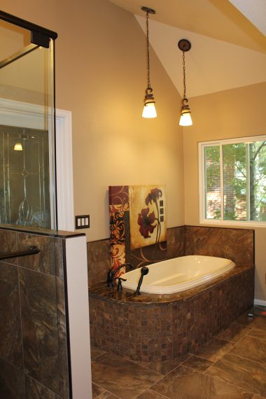 Master Bathroom Natural Tone